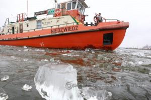 Lodołamacze w akcji Kruszenie lodu na Wiśle pod Włocławkiem