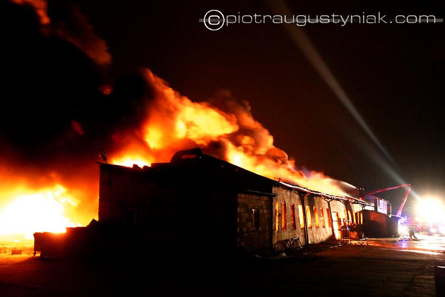 Pożar hurtowni Płock maszewo straż pożarna
