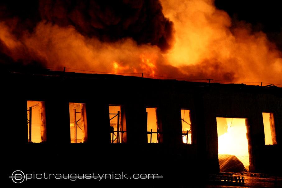 Pożar hurtowni Płock maszewo straż pożarna zdjęcia fotograf